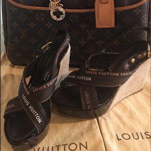 💯 authentic Louis Vuitton sandals